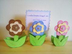 Cucadas de mami: Pinzas de madera decoradas con flor de goma eva