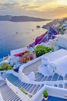 Santorini is famous all over the world for its exceptional sunsets and the beautiful arrangement of its houses, superimposed along a cliff. Vacation Places, Vacation Destinations, Dream Vacations, Vacation Spots, Greece Destinations, Italy Vacation, Romantic Vacations, Romantic Travel, Beautiful Places To Travel