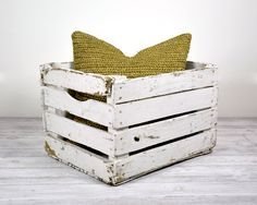 Pallet Storage Box - this would be perfect to hold small peices of firewood for a patio fire pit