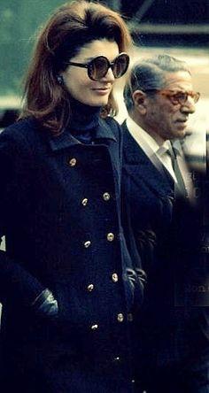 Jackie Kennedy Onassis Sunglasses | jackie+o+jacqueline+kennedy+aristotle+onassis+1970s+sunglasses.jpg