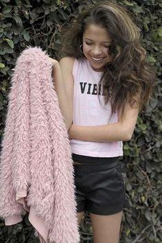 CELEBRIDADES FEMENINAS Por E TValens: Cree Cicchino: Les tengo a la otra preciosa protagonista de la serie Game Shakers de Nick. Una belleza que también tiene sangre latina.