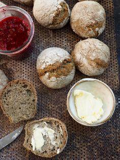 Eltefrie rundstykker med hampmel og chiafrø. Camembert Cheese, Dairy