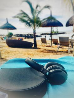 Reisekopfhörer von Sennheiser PXC - The Chill Report Entertainment System, Traveling, Accessories, Crying Kids, Listening To Music, Travel, Trips, Home Theatre