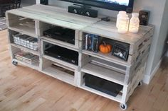 {diy} entertainment center from pallets : Meuble Tv en palettes Recycled Pallet Furniture, Pallet Furniture Designs, Pallet Designs, Pallet Ideas, Diy Furniture, Furniture Storage, Furniture Projects, Furniture Plans, Modern Furniture