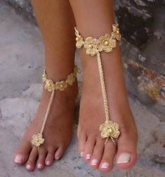 Leather Sandal DIY Crochet Barefoot Sandals - Crochet Foot Jewelry Learn the rudimen Crochet Shoes, Crochet Slippers, Diy Crochet, Crochet Summer, Women's Slippers, Crochet Granny, Crochet Baby, Diy Leather Sandals, Studded Sandals