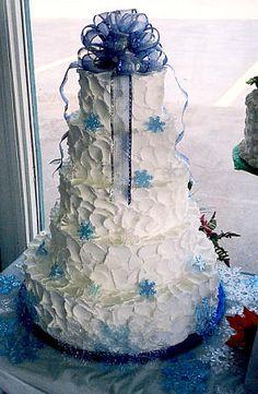 White and blue snowflake cake