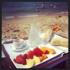 Breakfast beachlife