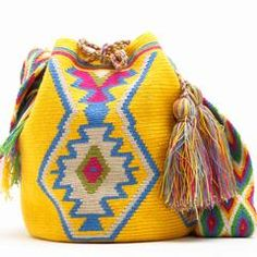 Risultati immagini per crochet pattern wayuu bag Diy Crochet, Crochet Crafts, Crochet Projects, Crochet Handbags, Crochet Purses, Crochet Bags, Mochila Crochet, Tapestry Crochet Patterns, Diy Mode