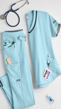 Cute Nursing Scrubs, Vet Scrubs, Nursing Clothes, Medical Scrubs, Scrubs Outfit, Scrubs Uniform, Doctor White Coat, Stylish Scrubs, Greys Anatomy Scrubs