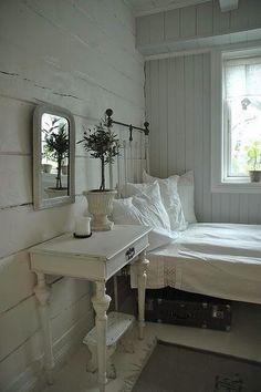 Shabby Chic Home Decor Stylish Bedroom, Shabby Chic Bedrooms, Shabby Chic Homes, Farmhouse Bedrooms, Romantic Bedrooms, Small Bedrooms, Guest Bedrooms, White Rustic Bedroom, Nordic Bedroom
