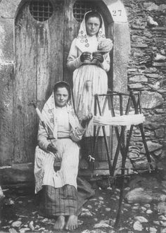 Sicilian girls making yarn