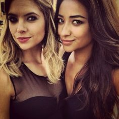 Pretty little liars - Ashley Benson and Shay Mitchell Behind the Scenes of Season 4 Pretty Little Liars Books, Pretty Little Liars Seasons, Pretty Little Lairs, So Little Time, Celebrity Gossip, Celebrity Crush, Ashley Benson, Best Shows Ever, Woman Crush