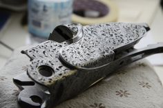 Beretta SO Sparviere O/U shotgun receiver - here the ornamental floral motifs engraving seamlessly goes through receiver and sideplates, as no screws or opening mechanism can be seen.