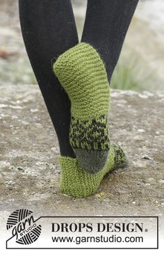 "Knitted DROPS slippers with Nordic pattern worked from toe up in ""Nepal"". Knitting Patterns Free, Free Knitting, Free Pattern, Boots With Leg Warmers, Arm Warmers, Drops Design, Knitted Slippers, Slipper Boots, Textiles"