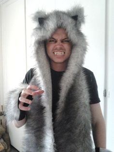 made this wolf costume for my boyfriend for a Halloween party :-) was surprisingly simple and it really looked great: