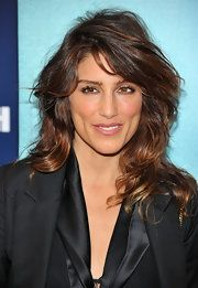 Jennifer Esposito Layered Cut - Jennifer Esposito wore her wavy layered hair with lots of volume and texture at 'The Ides of March' premiere. Her look, paired with a sleek black suit, was super cool and edgy. Wavy Layered Hair, Layered Cuts, Female Actresses, Hot Actresses, Jennifer Esposito Blue Bloods, The Ides Of March, Girl Celebrities, Celebs, Celebrity Portraits