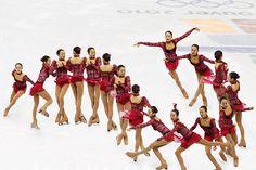 Figure skating: Can Mao Asada top Kim Yuna with her triple Axel? Figure Skating Jumps, Figure Skating Quotes, Skates, Ice Skate Drawing, Sequence Photography, Motion Photography, Jump Animation, Kim Yuna, Girls Football Boots