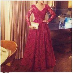 Ulass Elegant Lace Prom Dresses V Neck Regular