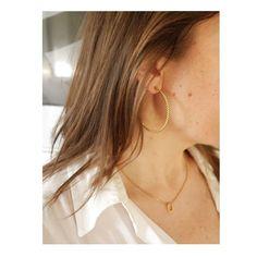 Je vous présente aujourd'hui les maxi créoles Cordelières qui seront en vente demain à 12h. . J'adore les maxi créoles qui sont très tendances pour cet été. . Et vous, tendance mini ou maxi créoles? . Retrouvez la présentation des nouveaux bijoux en story🙂 . . . . . . . #creoles #tendance2020 #boucledoreille #creolestyle #nouvellecollection #minimaljewelry #modernjewelry #minimalchic #styledujour #frenchlook #howtobeparisian #bijouxtendance #bijouxaddict #instabijoux #artisanatdart… Hui, Hoop Earrings, Photos, Style, Jewelry, Fashion, Craft Art, Trends, Boucle D'oreille