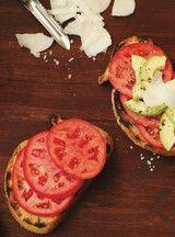 Bruschetta aux tomates et à l'avocat
