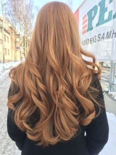 beautiful curls in strawberry blonde hair # strawberry blond Ginger hair Red To Blonde, Blonde Color, Blonde Curls, Curls Hair, Ombre Colour, Blonde Waves, Ginger Blonde Hair, Red Ombre, Ombre Brown