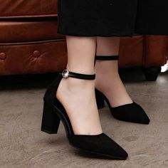 Thick, comfortable pumps with low heels, Neon Pink Heels, Mode Rock, Comfortable Work Shoes, Frauen In High Heels, Killer Heels, Fashion Heels, Fashion Black, Petite Fashion, Style Fashion