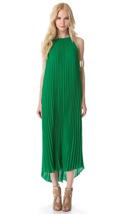 India Green is such a gorgeous color and it makes this Line & Dot Pleated Maxi Dress pop. The pockets are a great addition as well. Love it!