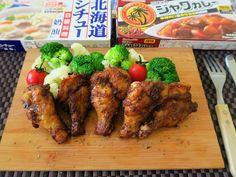 聖誕節烤雞的超簡單做法! 這是利用爪哇咖哩塊和白醬料理塊做出來的印度風味烤雞. 都不用其他調味料,只要有這兩種食材,就可以做出好吃的坦都里烤雞喔! 作法真...