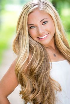 Tips For Changing Your Hairstyle – Hair Wonders Senior Portraits Girl, Senior Girl Photography, Senior Girl Poses, Girl Senior Pictures, Portrait Photography, Outdoor Photography, Senior Girls, Senior Session, Beautiful Eyes