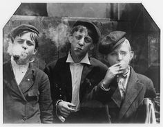 Lewis Hine, Newsies at Skeeters Branch, St. Louis, Missouri, c. 1910  98.77.1