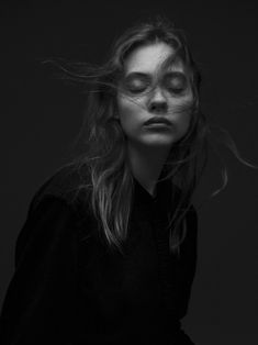 Yvan Fabing is a photographer based in London. Portrait Photography Poses, Artistic Photography, Photography Women, Fashion Photography, Black And White Portraits, Black And White Photography, Cameron Hair, Insta Pictures, Portrait Inspiration