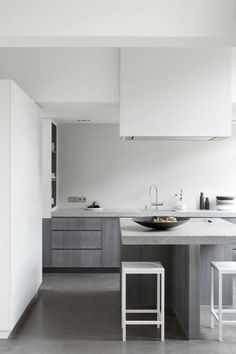 These minimalist kitchen concepts are equal components tranquil and stylish. Discover the very best ideas for your minimalist design kitchen that fits your preference. Search for incredible photos of minimalist design kitchen for ideas. Modern Kitchen Interiors, Interior Design Kitchen, Kitchen Decor, Kitchen Modern, Stylish Kitchen, Kitchen Ideas, Kitchen Lamps, Kitchen Industrial, Scandinavian Kitchen