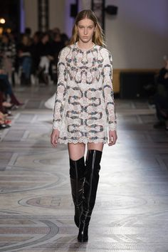 https://www.vogue.com/fashion-shows/spring-2018-couture/giambattista-valli/slideshow/collection#19