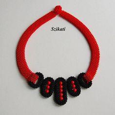 10% DI SCONTO Rosso/nero collana Bib Beadwoven alta moda