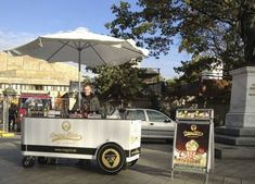 Flying Hot Dog Verkaufsstand : Verkaufsstände-RIBO GmbH Food Trucks, Hot, Food On Wheels, Vendor Table, Food Truck, Food Carts