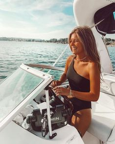 Best Picture For cute swimsuits kawaii For Your Taste You are looking for something, and it is going Summer Feeling, Summer Vibes, Boat Pics, Lake Pictures, Boating Pictures, Beach Poses, Look Boho, Summer Goals, Insta Photo Ideas