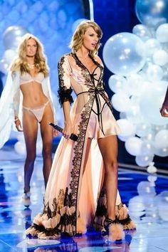 Taylor Swift at the Victoria Secret fashion show!