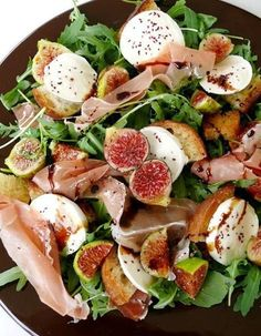 Smoked Ham and Fig Salad (Salada de Presunto com Figos) - Easy Portuguese Recipes A Smoked Ham and Fig Salad is the perfect way to combine these sweet and savory ingredients in a delicious and light dish. Prosciutto,fig, mozzarella or blue cheese salad,cr Fun Easy Recipes, Healthy Recipes, Fig Salad, Good Food, Yummy Food, Smoked Ham, Portuguese Recipes, Portuguese Food, I Foods