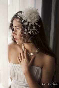 Bridal birdcage veil by Maria Felea. The vintage birdcage veil is made of a net veil and a detachable fascinator flower, that can be used at other occasions too. Colour: white, ivory, cream or peach #bridal #birdcage #veil #ivoire #flower #shabby chic #fascinator #statement #petals #rose #crystals #vintage #wedding #perles #hair #accessory #swarovski #20's #whimsical #bohemian #romantic #wedding
