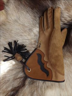 Falconry gloves . By created : Béres Zsolt Attila . Orders: vadasz7904@gmail.com Hunting Gloves, Sport Of Kings, Raptors, Hawks, Leather Working, Prada, Two By Two, Birds, History