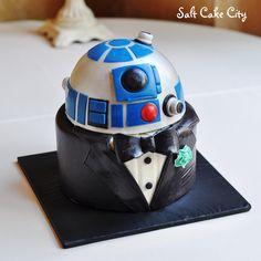 Salt Cake City (www.SaltCakeCity.com) R2D2 Star Wars Grooms Cake