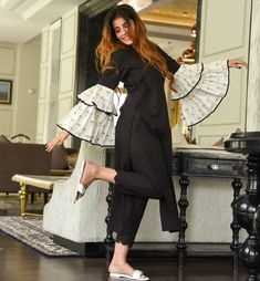 Exquisite Outfit With Dramatic Sleeve Outfits Sometimes we need a little drama to give color to our lives. Not only does life require drama, your outfit also needs it to make your appearance look. Kurta Designs Women, Kurti Neck Designs, Kurti Designs Party Wear, Blouse Designs, Sleeve Designs, Kurti Sleeves Design, Sleeves Designs For Dresses, Pakistani Fashion Casual, Pakistani Dress Design
