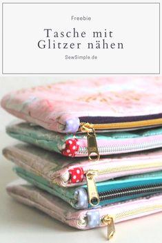 FREEBIE: Ein echter Mädchentraum: Glitzer, Pailetten und viel Pink! In dieser Anleitung zeige ich dir, wie man eine wunderschöne Tasche mit Glitzer nähen kann. Das kostenlose Schnittmuster kommt von meinem Schminktäschchen Nanami!