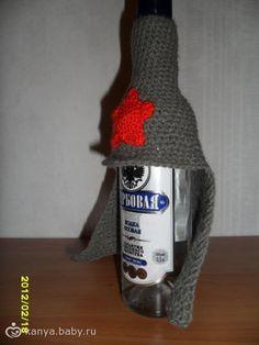 Вязанная «Будёновка» на бутылку.