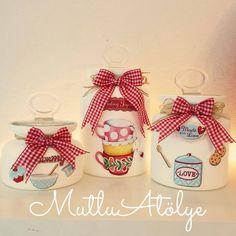 Decoupage Mason Jar Art, Mason Jar Crafts, Bottle Painting, Bottle Art, Decoupage Art, Arts And Crafts, Diy Crafts, Bottles And Jars, Vintage Paper