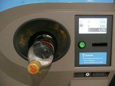 En Alemania, reciclar botellas PET te da descuentos en las tiendas.