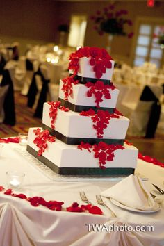 Red and Black cake. #Chicagowedding