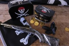 In stores now. Toys from DKK 6,60 / € 0,96 / SEK 9,18 / NOK 8,77. #børnekuffert #suitcase #toys #legetøj #piratfest #pirattema #pirate #sørøverfest #sostrenegrene #søstrenegrene