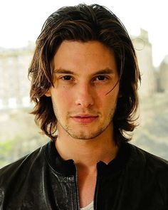 Ben Barnes' cool and textured medium hair.