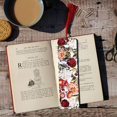 Printed Bookmark Cardboard favour / place-card with tassel Blank Cards And Envelopes, Floral Wedding Stationery, Wedding Posters, Plant Pictures, Personalized Invitations, Envelope Liners, Wedding Place Cards, Wedding Favours, Your Cards